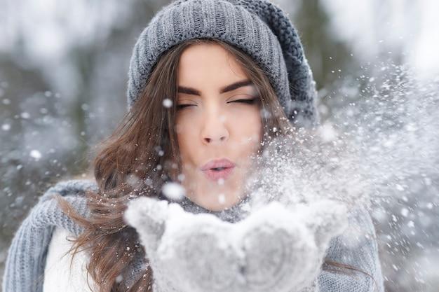 Wenn schnee fällt, fühlen sich alle wie ein kind Kostenlose Fotos