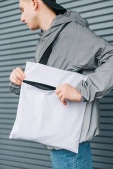 Werbung für stilvolle öko-taschen.