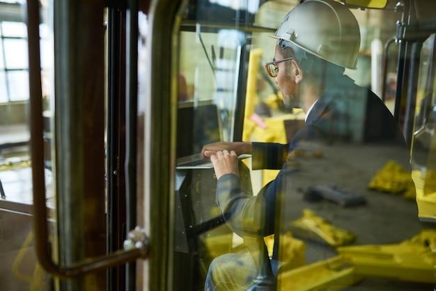 Werksinspektor traktoren prüfen