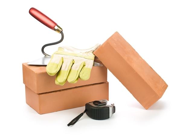 Werkzeuge auf ziegeln bauen