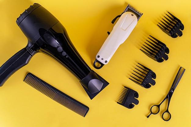 Werkzeuge für männliche jungenhaarschnitte. haarschnitt zu hause während der isolationszeit
