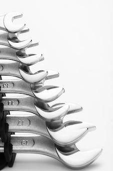 Werkzeuge für stahlschlüssel mit copyspace