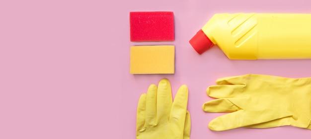 Werkzeuge reinigen. reinigungsgeräte in gelben und roten farben.