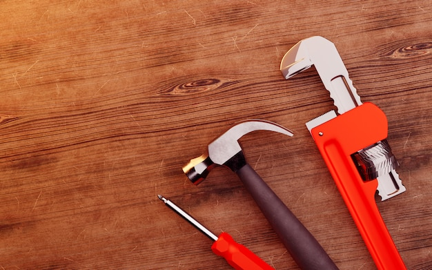 Werkzeuge über einem holz.