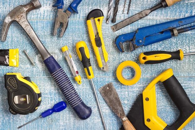 Werkzeuge und zubehör für die hausrenovierung. draufsicht.