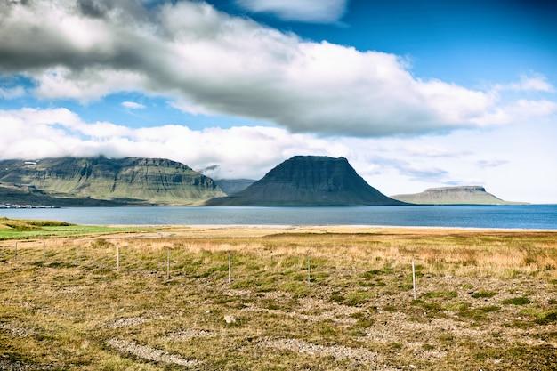 Westisländische kirkjufell-berglandschaft
