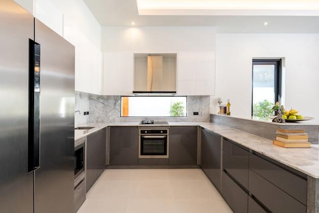 Westliche küche in luxusvilla