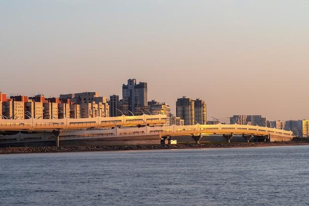 Westlicher hochgeschwindigkeitsdurchmesser von der newa in sankt petersburg