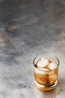 Whiskey auf den felsen