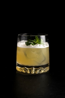 Whiskey-sauer-cocktail