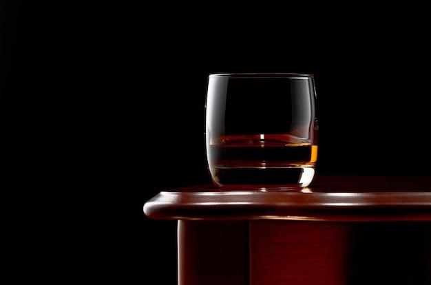 Whisky im dunkeln Premium Fotos
