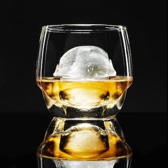 Whisky mit kugel eis phantasie cocktail