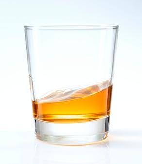 Whisky ordentlich in einem glas serviert