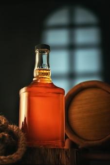Whiskyflasche mit fass im keller