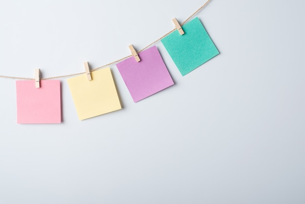 Whiteboard mit faden- und notizpapieren