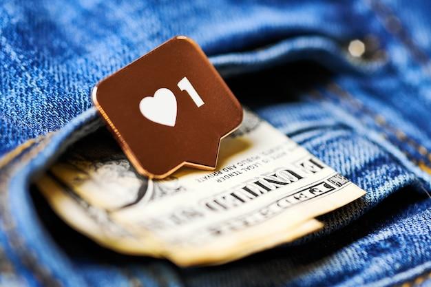 Wie herzsymbol und dollar in der jeanstasche