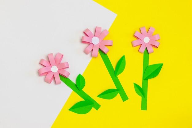 Wie man papierblume für grußkarte macht. schritt 5. kindergeschenk zum muttertag