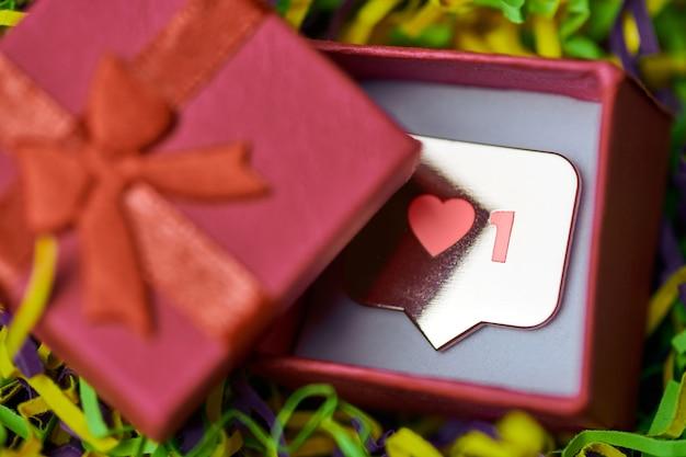 Wie symbol anhänger in geschenkbox
