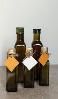 Wiederverwendbare dunkle glasflasche. umweltfreundliche verpackungen sind wiederverwendbar