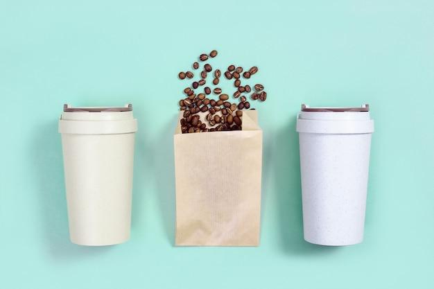 Wiederverwendbare öko-kaffeetasse metall trinkstroh geröstete kaffeebohnen zero waste-konzept