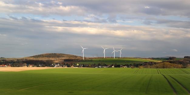 Windenergie auf dem dorf.