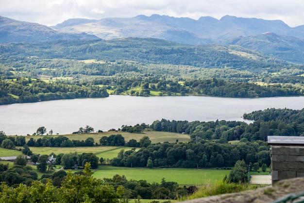 Windermere lake und orrest head. englischer nationalpark des lake district