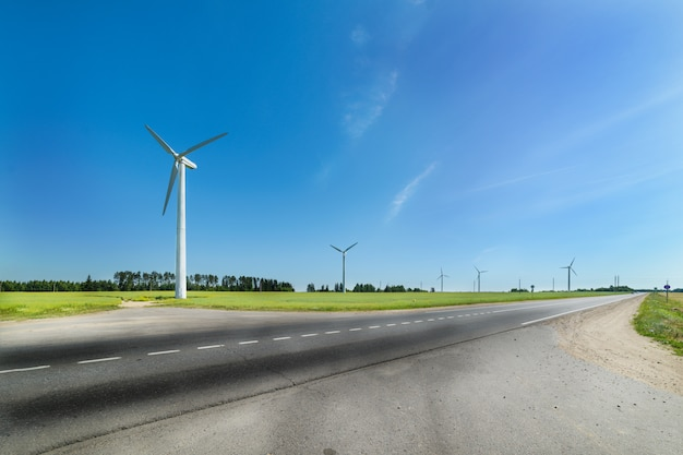 Windgenerator in den wiesen
