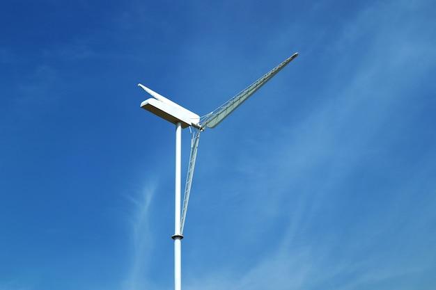 Windkraftanlage am himmel