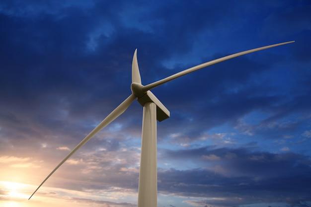 Windkraftanlage auf dem sonnenuntergang