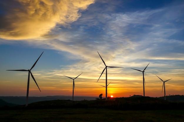 Windkraftanlage aus sauberer energie.