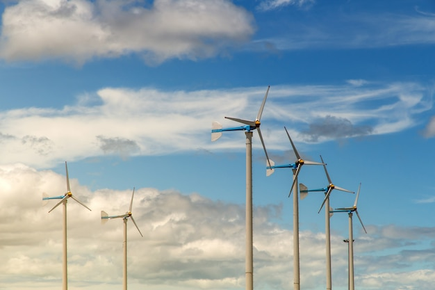 Windkraftanlage, die strom, windmühlen für ökologiekonzept der elektrischen leistung erzeugt