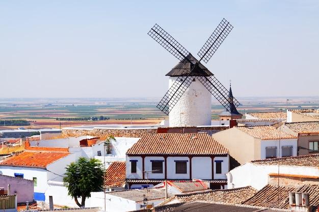Windmühle in der stadt. campo de criptana