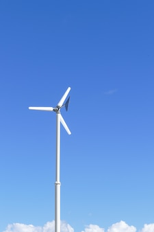 Windmühle mit hintergrund des blauen himmels