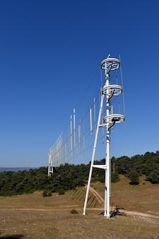 Windmühle oder bewegliche windkraftanlage in hozalla. burgos. spanien