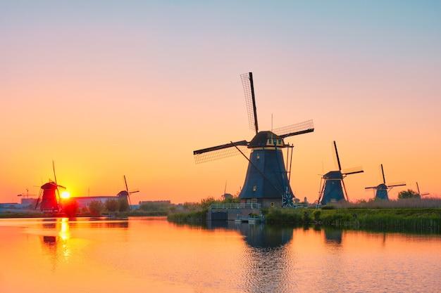 Windmühlen bei kinderdijk in holland niederlande