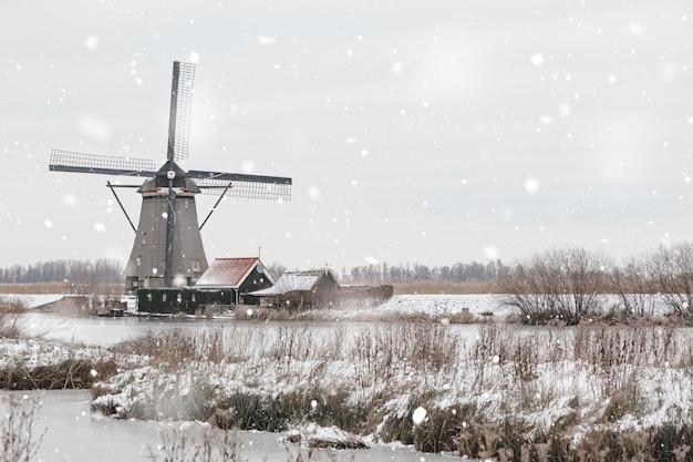 Windmühlen in kinderdijk, die niederlande im winter