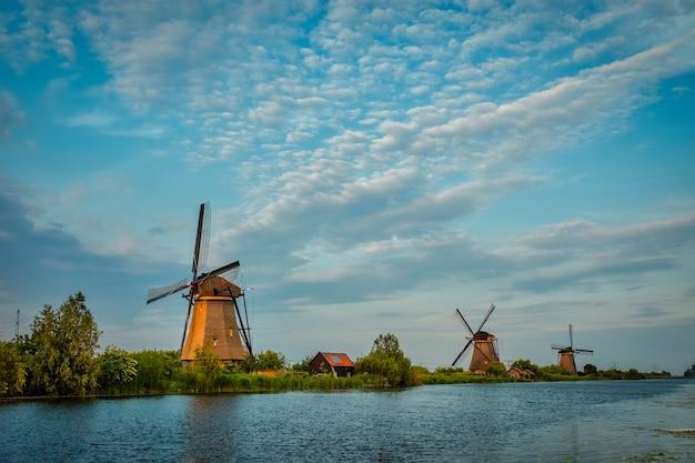 Windmühlen in kinderdijk in holland niederlande