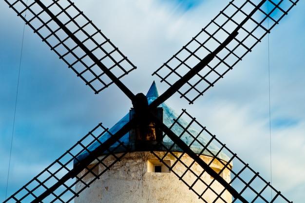 Windmühlen mit dem himmel