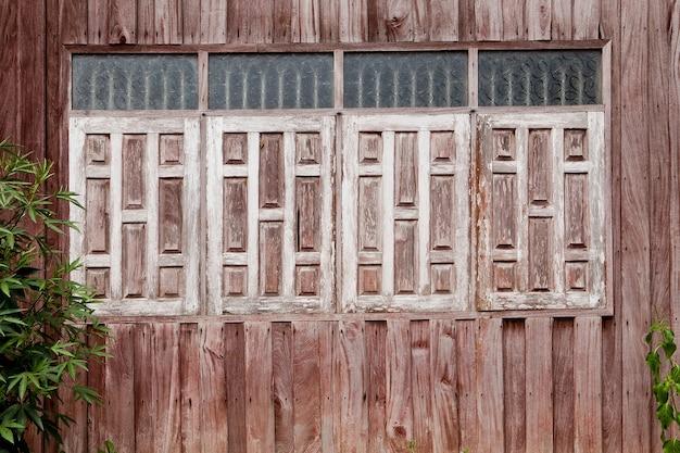 Windows hergestellt vom alten holz für beschaffenheiten und hintergrund