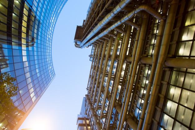 Windows of skyscraper business office, firmengebäude in london city, england, großbritannien