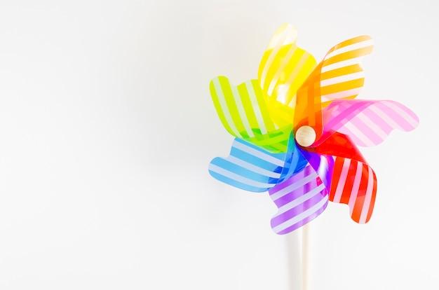 Windrad mit den regenbogenfarben