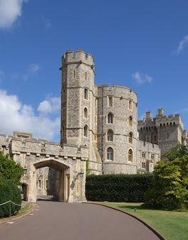 Windsor castle ist eine königliche residenz in windsor in der englischen grafschaft berkshire