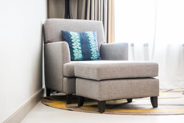Wingback couch mit einem teil fuß zu setzen