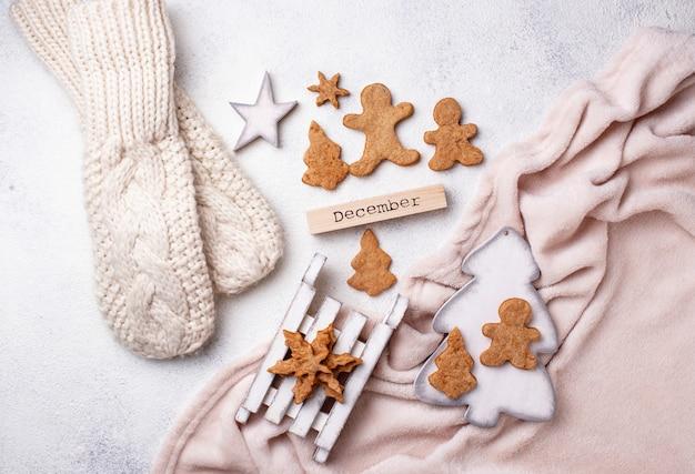 Winter-weihnachtszusammensetzung mit lebkuchenplätzchen