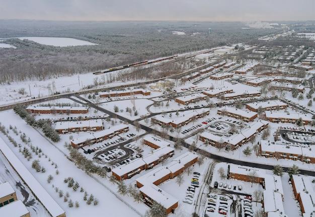 Winterblick apartmentkomplex aus einer höhe eines der städtischen wohn