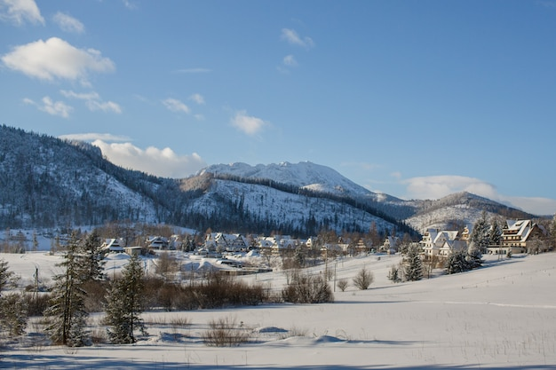 Winterlandschaft in koscielisko, tatra berge, polen