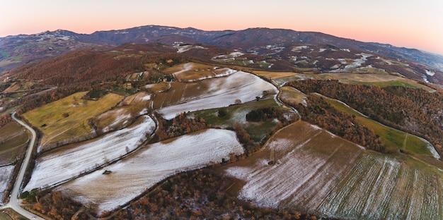 Winterluftlandschaftsansicht mit schnee