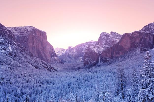 Wintersaison im yosemite-nationalpark, kalifornien, usa