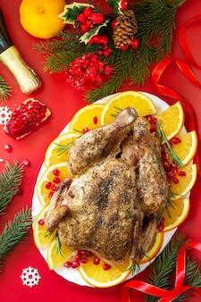 Winterurlaubstisch weihnachtsessen gebackener truthahn draufsicht flach