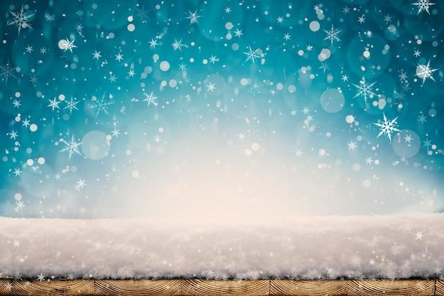 Winterweihnachtshintergrund mit schnee auf dem holz